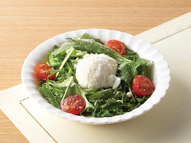 水菜とポーチドエッグのせサラダの完成写真