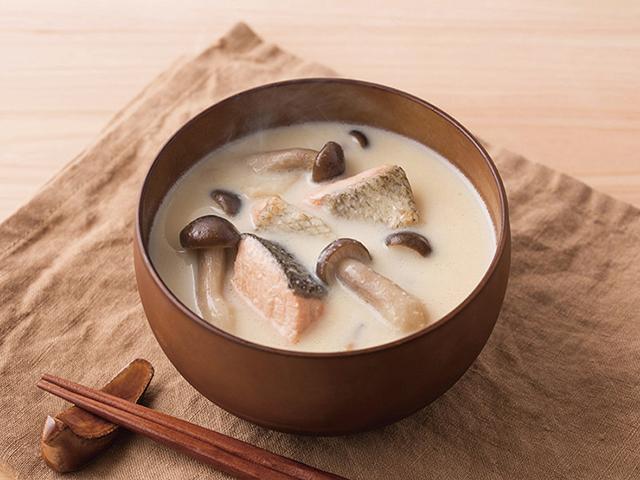鮭ときのこの豆乳バターみそ汁の完成写真